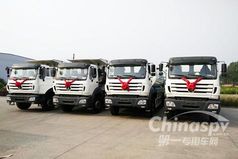 出口尼日尔的4台筑养路工程车