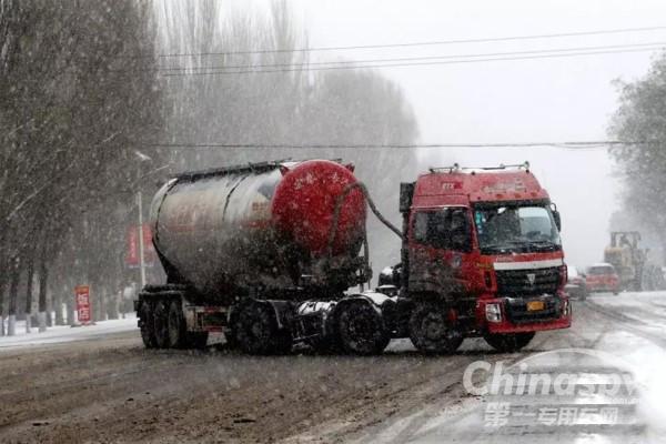 雪天在路上行驶应该注意哪些事项