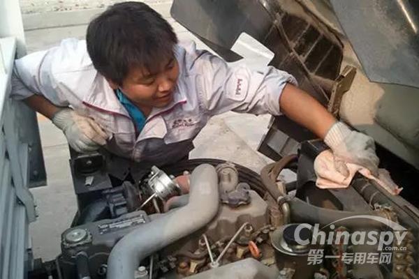 致命危险:卡车维修,你千万不要这样做