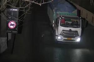 天津蓟州:深夜闯禁行 56辆车被查获
