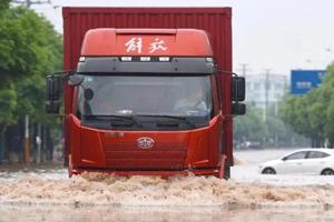 半挂车车轴涉水或浸泡后该检查什么?